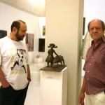 У композиции скульптора Степана Мокроусова в Манеже