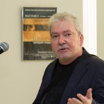 Художник  Сергей Чайкун на открытии  своей Выставки в Библиотеке иностранной литературы