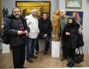 МОСХ на Беговой. У скульптуры Александра Рябичева